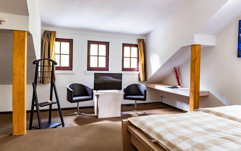 Doppelzimmer im Waldhotel am Nuerburgring in der Eifel in Baar